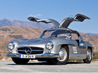 Buying a vintage 1956 mercedes benz 300sl beverly hills for Mercedes benz with wing doors