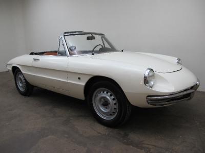 1966 Alfa Romeo Duetto  width=