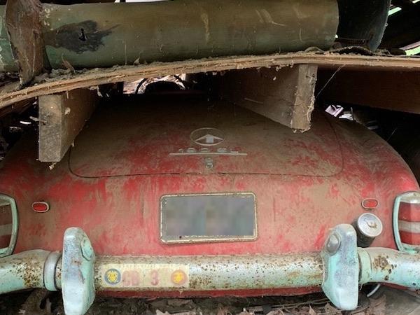 1960-mercedes-190sl-under-the-barn
