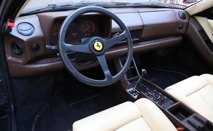 1989-ferrari-testarossa-interior