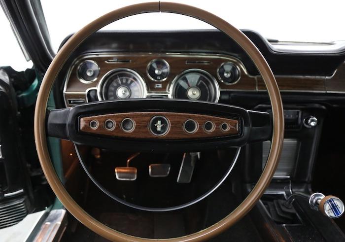 classic-mustang-steering-wheel