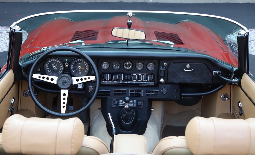 1973-jaguar-xke-dashboard